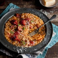 crispy fried roasted tomato risotto balls with smoked mussels I Love Food, Good Food, Yummy Food, Vegetarian Recipes, Cooking Recipes, Rice Recipes, Healthy Recipes, Risotto Recipes, Roasted Tomatoes