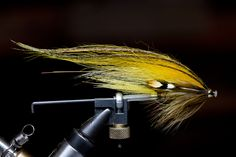 Anton Pousar tying Mikael Andersson's Banana tube fly step by step from FlyTyingArchive.com fly tying blog. #flytying #flyfishing