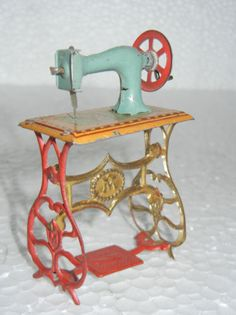 Rare Vintage Ges-Gesch Penny Sewing Machine Tin Toy :- Germany