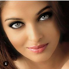 How beautiful are Aish's eyes? ❤️❤️ How beautiful are Aish's eyes? Most Beautiful Faces, Stunning Eyes, Beautiful Lips, Gorgeous Eyes, Pretty Eyes, Cool Eyes, Brunette Beauty, Hair Beauty, Girls Eyes