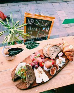 Stek - Dit zijn de lekkerste brunchadresjes in Gent Tapas Recipes, Restaurant Recipes, Game Gratis, Plant Art, Coffee Recipes, Superfoods, Day Trips, Cocktails, Drinks