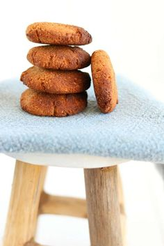 Almond banana cookies with cinnamon - Good food with Linda Healthy Bars, Healthy Baking, Healthy Snacks, Healthy Recepies, Fruit Recipes, Sweet Recipes, Baking Recipes, Almond Cookies, Cookies Vegan