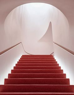 Glossier Flagship Store Shop Manhattan New York Emily Weiss 2018 November 8 123 Lafayette Street Makeup Skincare Beauty Cosmetics Pink Stairs Staircase Red Interior Stairs, Retail Interior, Interior Shop, Hotel Bulle, New York Street, New York City, Soho, Lafayette Street, Stairs