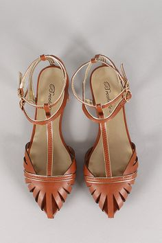 cute strappy flats sandals like this are perfect for warm weather festivals! stroll the shows in comfortable shoes