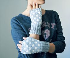 Polka Dot Fingerless Gloves. elde via Etsy.