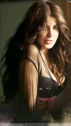 Sexy Unseen Indian girls pic: Naughty anushka sharma bikni stills