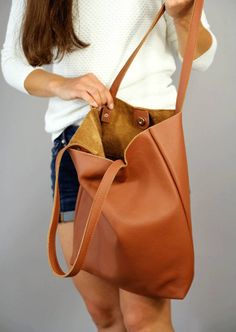 CAMEL TOTE BAG, LEATHER BAG The tote bag is made from high quality genuine leather. Bag tote made with great care and love of Italian leather. Been designed to be worn in all case. Brown Leather Totes, Soft Leather, Distressed Leather, Pink Leather, Cuir Nappa, Leather Bag Pattern, Leather Purses, Leather Bags, Scrappy Quilts