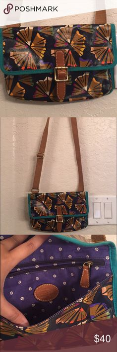 SALE Fossil purse. Practically brand new Fossil purse. Perfect condition Fossil Bags Crossbody Bags