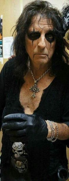 Anything & everything Alice Cooper. Alice Cooper, Lost Boys Costume, Rock Hall Of Fame, Rock Artists, Music Artists, Rob Zombie, Allen Edmonds, Orphan Black, Rock Legends