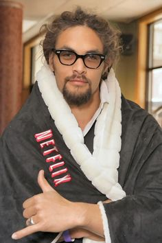 I wouldn't mind snugglin up to that hotty on the sofa watching netflix! #jasonmomoa