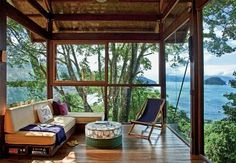 Wishes for being able to afford holidays in a place like this. Casa da Praia do Félix by architects Vidal & Sant'Anna, Ubatuba on Brazil's southeast coast. Small Beach Houses, Tropical Beach Houses, Outdoor Spaces, Outdoor Living, Tree House Designs, Beach House Decor, Home Decor, House Built, Wooden House