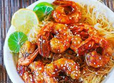 Prepara unos camarones teriyaki con tallarines de arroz