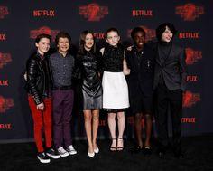 Noah Schnapp, Gaten Matarazzo, Millie Bobby Brown, Sadie Sink, Caleb McLaughlin e Finn Wolfhard durante lançamento da segunda temporada de