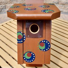 Painted Polka Dot Birdhouse and Bluebird Tips Outdoor Projects, Diy Projects, Diy Yard Games, Bird Houses Painted, Plastic Flower Pots, Painting Plastic, Easy Paintings, Flower Boxes, Tree Branches