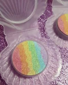 IT'S IN A SEASHELL COMPACT. Rainbow highlighter by Chaos Makeup Artist