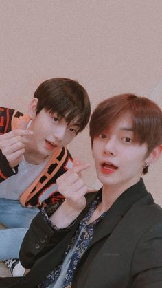 2 sisters kpop is a handmade custom Kpop merchandise shop. Kai, Cute Wallpaper For Phone, Best Couple, Kpop Groups, South Korean Boy Band, Cute Wallpapers, Aesthetic Wallpapers, Beautiful Men, Fandom