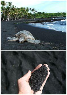 11 – Punaluu Black Sand Beach, Havaí A areia preta em Punaluu é formada por lava basáltica, que estoura quando desce para o mar e se esfria rapidamente.