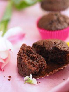 Parhaat ja pehmeimmät Suklaamuffinssit Sweet Pastries, Atkins Diet, No Bake Cookies, Something Sweet, Scones, Food And Drink, Cupcakes, Snacks, Chocolate