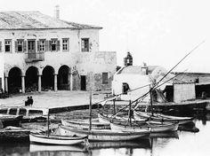Μύκονος, τέλη 19ου αιώνα, άποψη προκυμαίας και Αγίου Νικολάου της Καδένας Old Time Photos, Old Pictures, Mykonos Island, Greek Islands, Canoe, Kayaking, Vintage Photos, Greece, Boat
