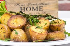 Nothing says home like oven baked potatoes Baked Potato Oven, Oven Baked, Baked Potatoes, Slow Cooking, Dip, Multicooker, Vegan, Slow Cooker Recipes, Potato Salad