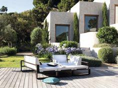 Lit méridiennes de jardin http://www.maison-deco.com/jardin/deco-jardin/Des-meubles-de-jardin-special-sieste