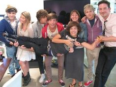 I love the fact that louis is in the middle and holding his bum.... Larry stylinson <3