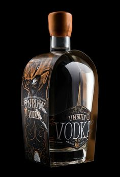 Hired Guns Creative - Unruly Vodka and Unruly Gin — World Packaging Design Society / 世界包裝設計社會 / Sociedad Mundial de Diseño de Empaques Alcohol Bottles, Liquor Bottles, Drink Bottles, Vodka Bottle, Glass Packaging, Packaging Design, Coffee Packaging, Food Packaging, Label Design