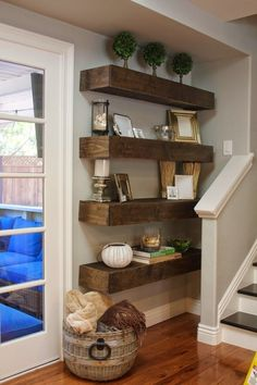 Awesome 36 Amazing and Easy DIY Floating Shelves Makeover https://homiku.com/index.php/2018/04/03/36-amazing-and-easy-diy-floating-shelves-makeover/