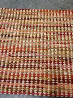 Red Handmade Headbands, Handmade Crafts, Handmade Rugs, Loom Weaving, Hand Weaving, Architecture Art Design, Woven Rug, Woven Fabric, Handmade Journals