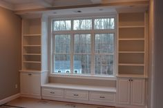 Window seat built in ideas. - Alicia Window seat built in ideas. Window seat built in ideas. Built In Bookcase, Bookshelves Diy, Cheap Home Decor, Windows, Home Remodeling, Home Decor, House Interior, Shabby Chic Bookcase, Dining Room Bench Seating