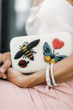 Gorgeous and fun beaded clutch! Embroidery Bags, Embroidery Fashion, Hand Embroidery Patterns, Beaded Embroidery, Beaded Clutch, Beaded Purses, Beaded Bags, Handmade Clothes, Handmade Bags