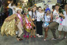 Cleo Pires assiste ao desfile da Pimpolhos da Grande Rio