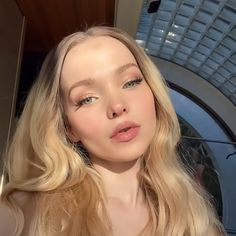 Dove Cameron Descendants, Dove And Thomas, Dave Cameron, Divas, Chandler Kinney, Dove Cameron Style, Dove Pictures, Slick Hairstyles, Famous Girls