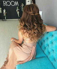 59 Pretty Prom Hairstyle Ideas For Curly Long Hair 59 Pretty Prom Hair Medium Thin Hair, Short Thin Hair, Long Curly Hair, Medium Hair Styles, Curly Hair Styles, Grad Hairstyles, Long Face Hairstyles, Wedding Hairstyles For Long Hair, Formal Hairstyles