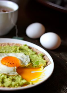 50 Recipes for Weight Loss! Featured recipe: Avocado Breakfast Pizzas #weightloss #recipes #loseweight