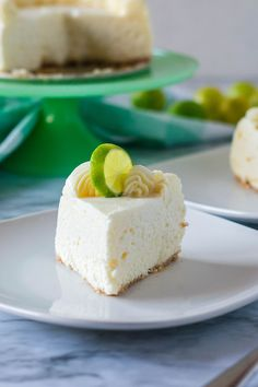 If you love the sweet & tart combination, this Instant Pot Key Lime Cheesecake is the perfect dessert for you! This easy dessert is rich, creamy and and oh-so summery and tangy! #pie #cheesecake #keylime #instantpot #pressurecooker #creamcheese #lime #dessert