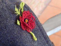 Tatted Lace Veterans Day Poppy ! .... free pattern from muskaan's T*I*P*S (Tiny Heart Poppy) .... Carollyn uses tallies/clunies for the buds !