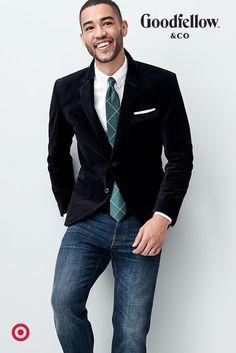 The velvet blazer = one of the season's most versatile styles. Dress it up, or go cazh. Mens Fashion Suits, Mens Suits, Business Casual Men, Men Casual, Velvet Blazer Mens, Gilet Jeans, Herren Outfit, Raining Men, Well Dressed Men