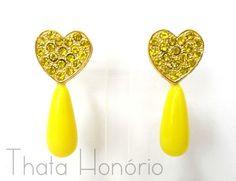 Brinco - BD217  Tam: 5 cm    Brinco em banho de ouro com gota de resina amarela e strass. R$ 8,70