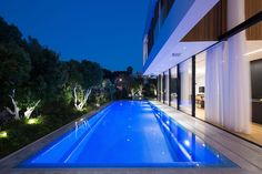 L shaped house designed to have the park with Eucalyptus trees seen as a continuation of its own garden - Page 3 of 3 - CAANdesign L Shaped House, Tree Saw, Eucalyptus Tree, Private Garden, Beautiful Homes, Modern Design, House Design, Park, Architecture