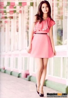 Yaya is super cute & fresh faced for 'Her World' Gamine Looks, Girls Dp Stylish, Short Dresses, Summer Dresses, Young Fashion, Cute Faces, Traditional Dresses, Timeless Fashion, Asian Woman