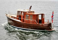 Ironbark 28 Traditional Double-ended Displacement Boat ~ Small Boat Designs by Tad Roberts - Love Cars & Motorcycles Old Boats, Small Boats, Trawler Boats, Classic Wooden Boats, Classic Boat, Make A Boat, Classic Yachts, Wooden Boat Building, Vintage Boats