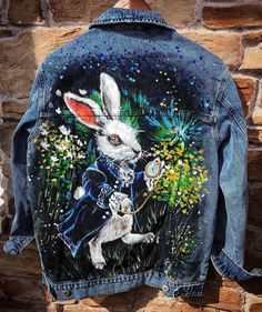 (92) Одноклассники Painted Denim Jacket, Painted Jeans, Painted Clothes, Diy Clothing, Custom Clothes, Diy Fashion, Ideias Fashion, Custom Denim Jackets, Kleidung Design