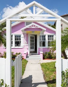 Bungalow in South Florida. Photo: Trevor Tondro for the New York Times.i'd be totally ok with leaving chicago for this someday. Pink Houses, Little Houses, Cottage Style Homes, Beach Bungalows, New England Style, Beach Cottages, Small Cottages, House Inside, Cozy Cottage