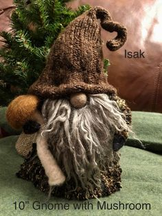 Christmas Gnome, Christmas Projects, Holiday Crafts, Scandinavian Gnomes, Scandinavian Christmas, Felt Crafts, Diy And Crafts, Christmas Decorations, Christmas Ornaments