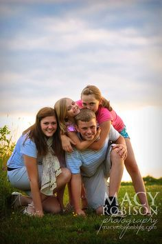 Fun family!    Macy Robison Photography  http://macyrobisonphotography.com/blog
