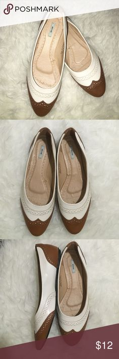Kimchi Blue Cream & Tan Flats Super cute, vintage style flats. Gently worn. Few scratches. Kimchi Blue Shoes Flats & Loafers