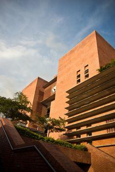 Resultado de imagen para arquitectura mercados municipales Sidewalk, Stairs, Home Decor, Architecture, Stairway, Decoration Home, Room Decor, Side Walkway, Walkway