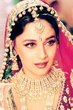 Madhuri Dixit in Devdas, epitome of old Bollywood glamour Bollywood Makeup, Bollywood Fashion, Bollywood Actress, Bollywood Stars, Bollywood Jewelry, Indian Bollywood, Madhuri Dixit, Indian Wedding Jewelry, Indian Bridal
