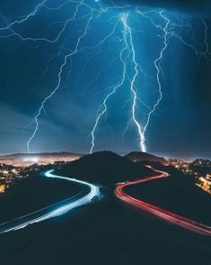uwo x Tron in real life Nature Pictures, Cool Pictures, Cool Photos, Tornados, Thunderstorms, Visiter San Francisco, Strange Weather, Extreme Weather, Lightning Strikes